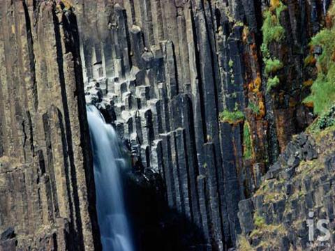 Водопад Свартифосс (Svartifoss)