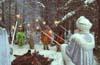 Ворота в Вотчину Деда Мороза охраняют каменные богатыри