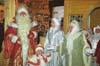 Дед Мороз вместе с помощниками читает напутствие горожан